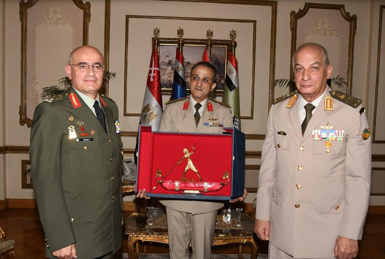 وزير الدفاع ورئيس الأركان - قائد الحرس الوطني القبرصي5