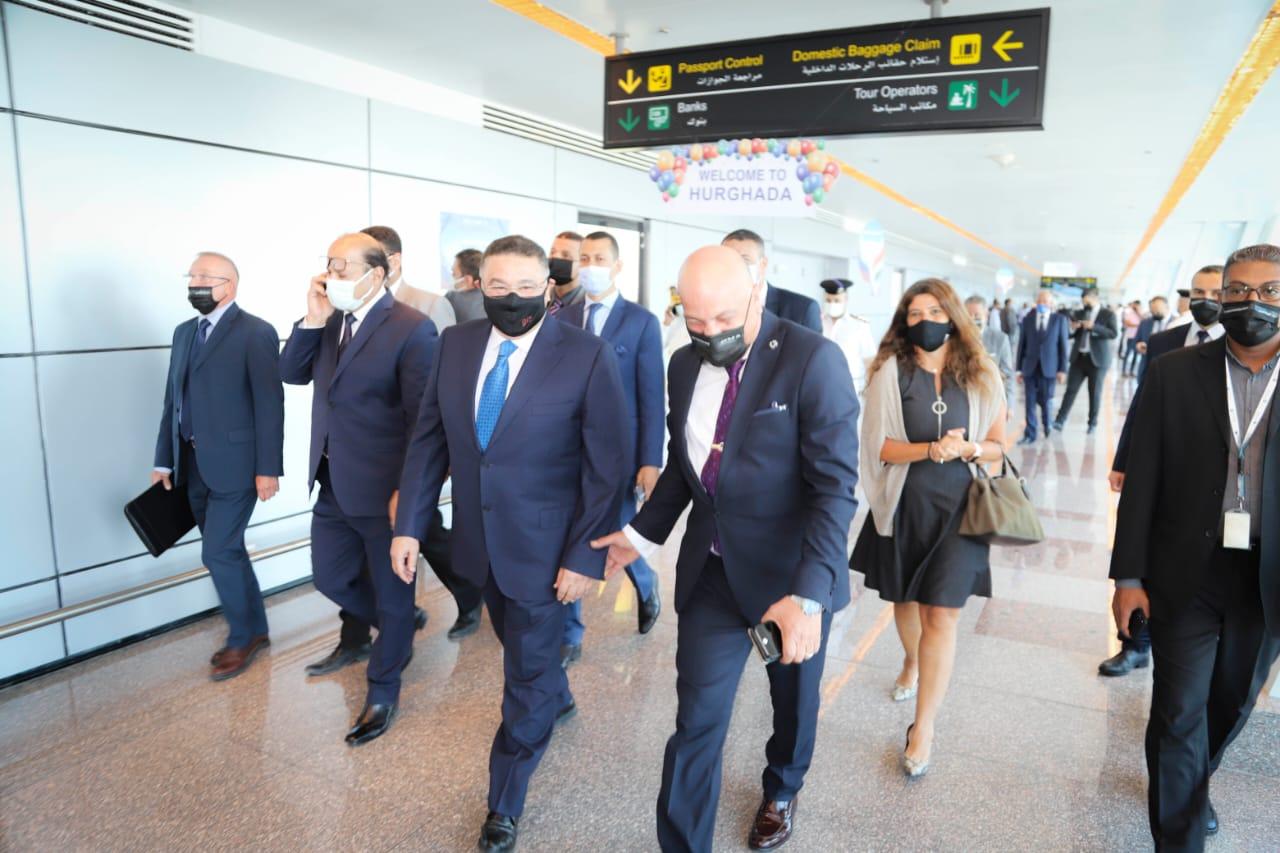 عمرو حنفي يستقبل أولى رحلات روسيا5