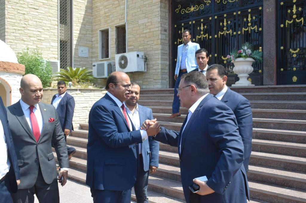 محافظ البحر الأحمر يهنئ مدير الأمن الجديد